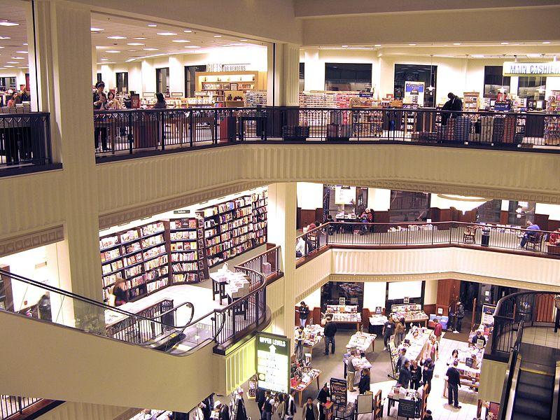 800px-Barnes_&_Noble_Interior